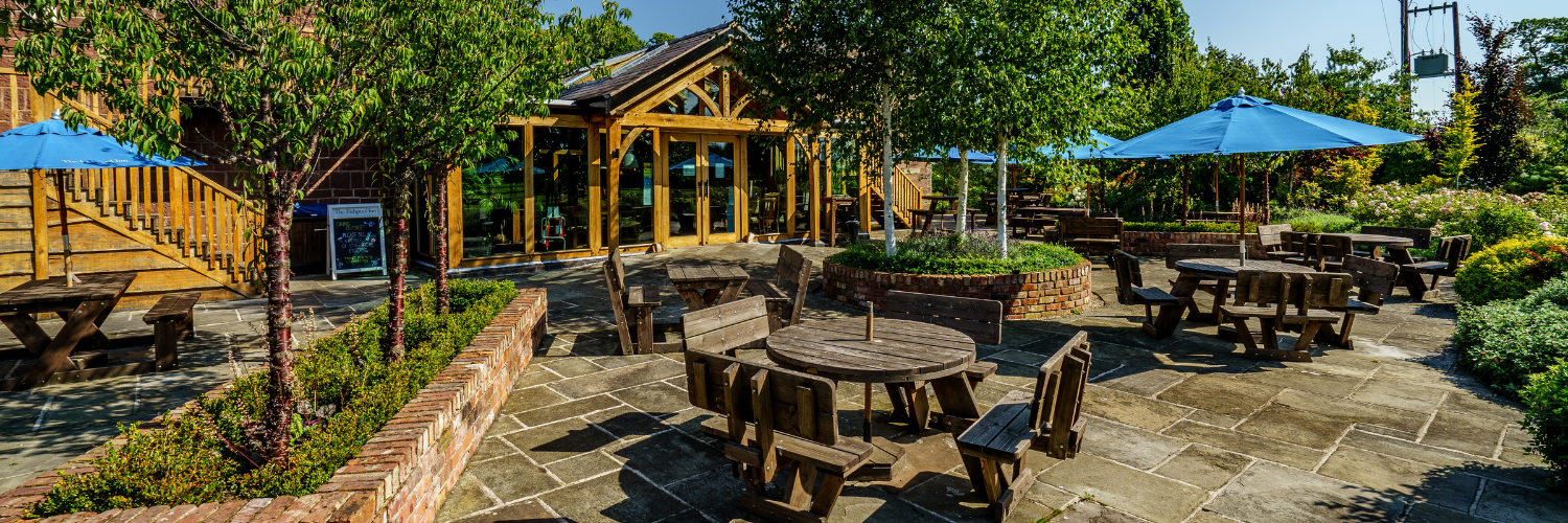 Outdoor dining in Delamere at The Fishpool Inn
